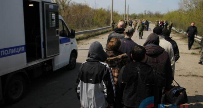 Мост у Счастья перешли 60 заключенных из ЛНР. ФОТО