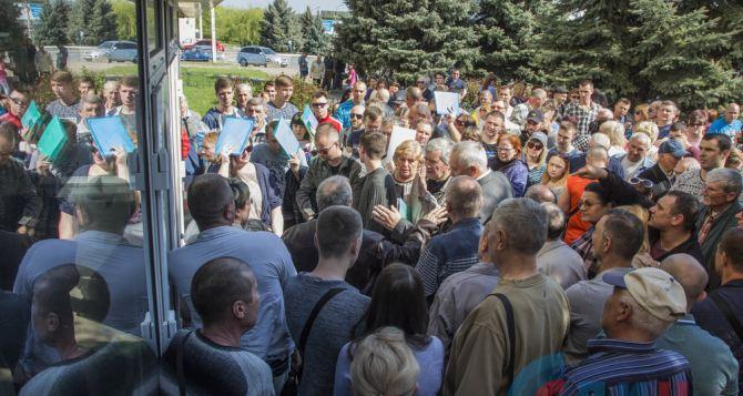 В Луганске начали принимать документы на получение гражданстваРФ. ФОТО