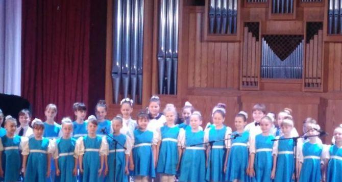 Отчетный концерт школы эстетического воспитания №1 прошел в Луганской филармонии