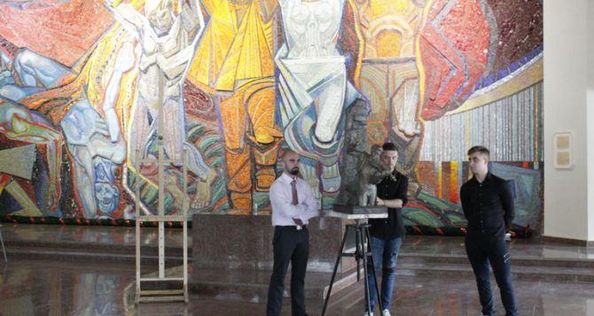 Студенты луганского вуза посвятили свои картины и скульптуры «Молодой гвардии»