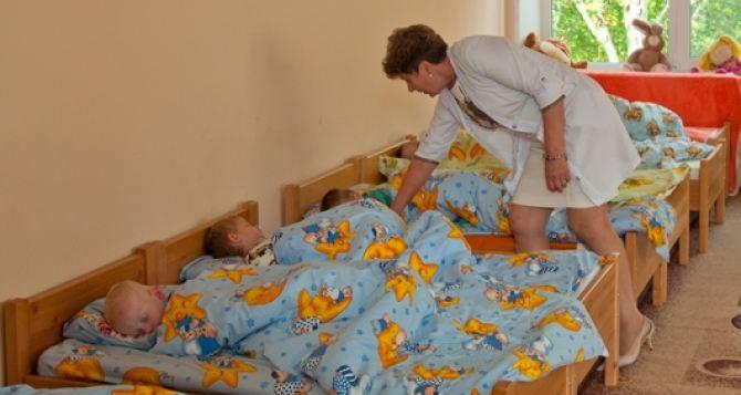 Стало известно сколько детей сирот и детей без родительской опеки проживает в Луганской области