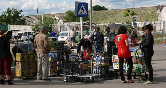 Вопрос о перемещении через КПВВ фруктов, овощей и ягод из Станицы Луганской в Луганск может решить только одна организация