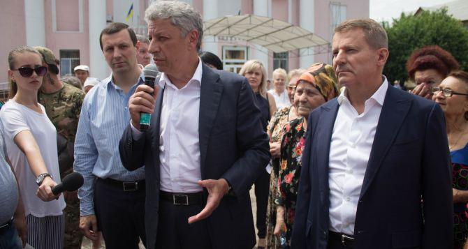 Юрий Бойко и Сергей Медведчук посетили прифронтовой город Счастье