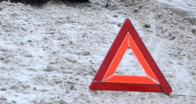 В Луганске на ул.Оборонной грузовик насмерть сбил пешехода и не остановился