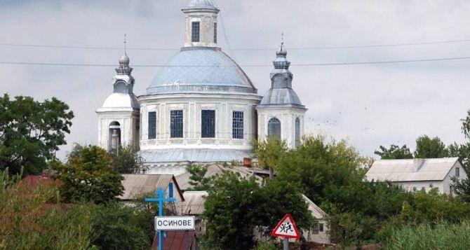 Невероятное село в Луганской области: настоящие следы динозавров, половецкая баба и храм в стиле барокко