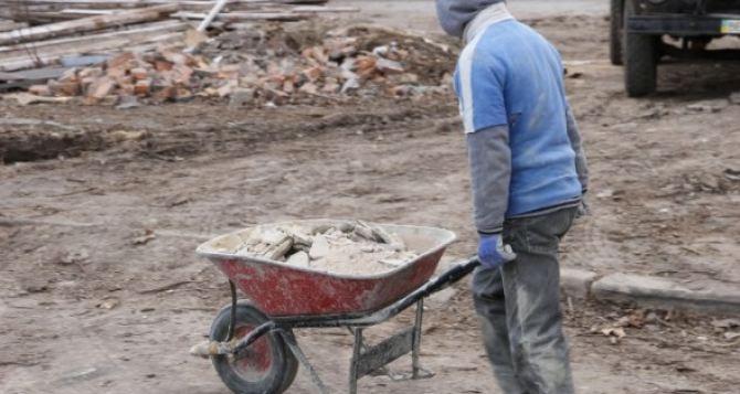Чиновники помогли украсть более 700 тысяч гривен при капитальном ремонте школы в Луганской области