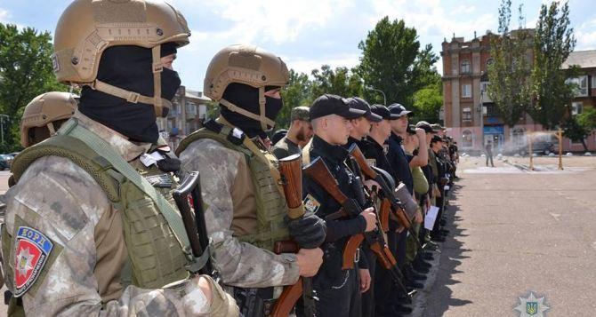 В Станице Луганской усилили полицейские патрули и пограничные наряды на КПВВ
