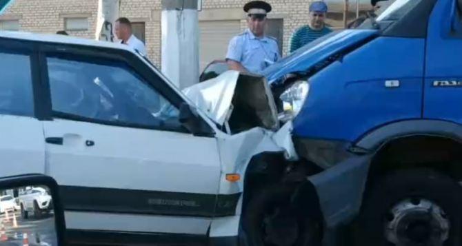 В Луганске утром, на Гаевого, «девятка» врезалась в маршрутку. Есть пострадавшие ФОТО