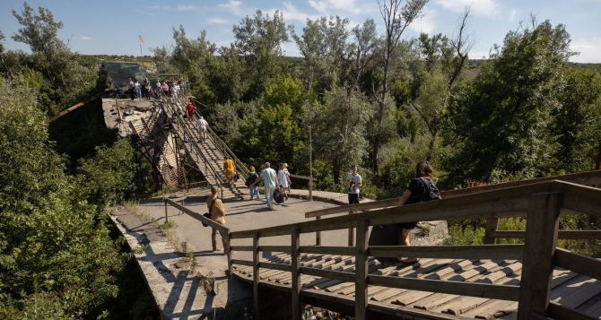 Зеленский рассказал когда отремонтируют мост на КПВВ у Станицы Луганской