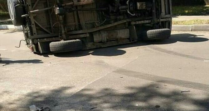 В  центре Северодонецка перевернулось авто украинских военных. ФОТО