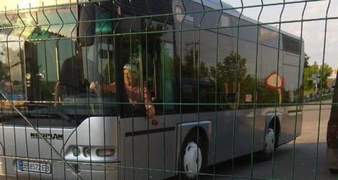 Сегодня начал ходить автобус от КПВВ «Станица Луганская» до разрушенного моста.