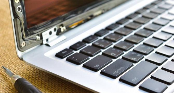 Ремонт MacBook представителя Apple