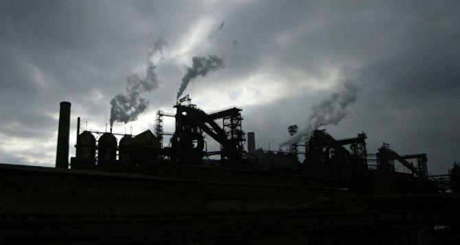 В Алчевске металлургический комбинат по ночам травит жителей города