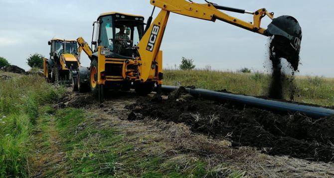 Продолжается строительство водопровода между Попасной и Золотым