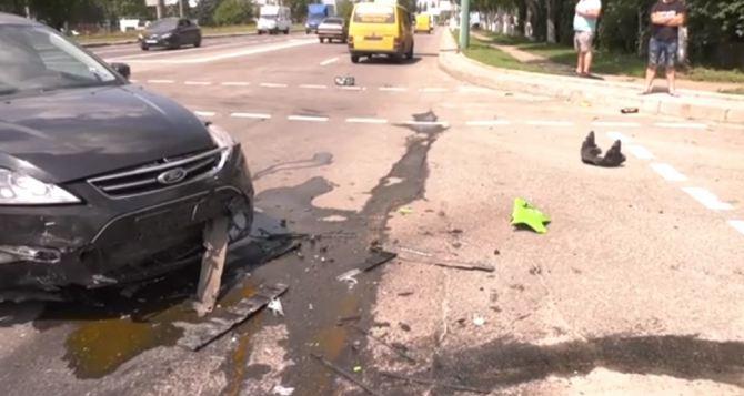 В Луганске автомобиль сбил мотоциклиста