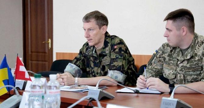Губернатор Луганщины обсудил проблемы региона с военным атташе Швейцарии