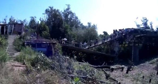 В райне моста у Станицы Луганской две мины были взорваны  сразу после закрытия КПВВ
