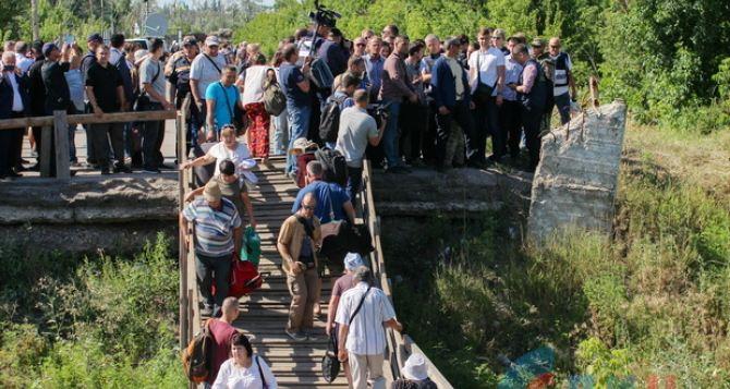 В Станице Луганской построят временный обходной мост,— заявил новый луганский губернатор