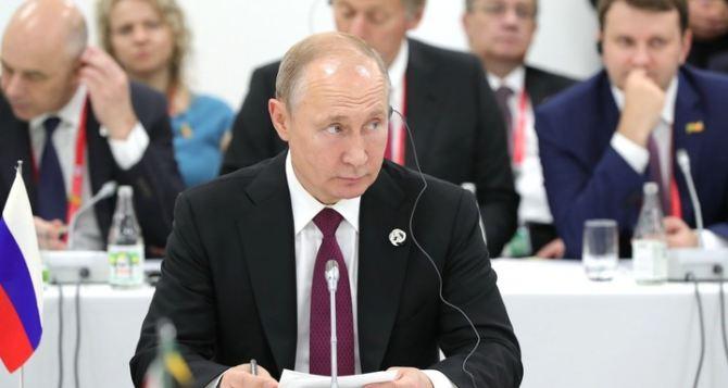 Как в Москве видят дальнейшую судьбу Луганска и Донецка. Есть две точки зрения.