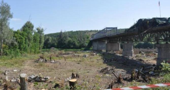 Сегодня в 11 часов утра Луганск начал подготовительные работы у разрушенного пролета моста в Станице