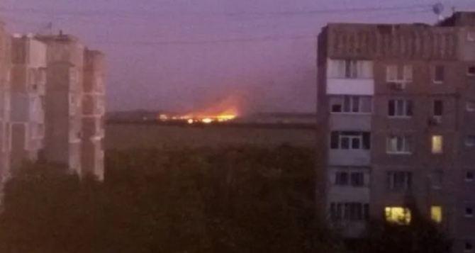 В Луганске горели завод и поле— соцсети
