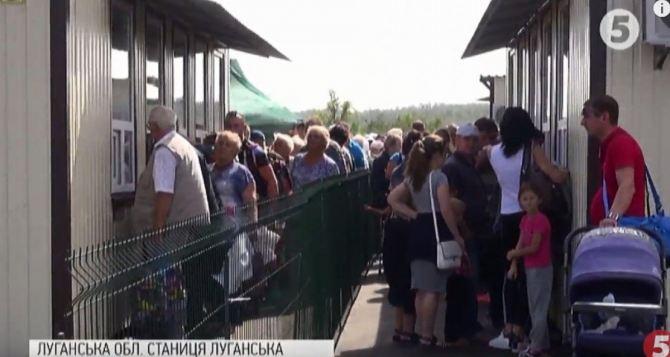 На КПВВ «Станица Луганская» участились случаи непропуска людей, из-за несовпадения данных документа, удостоверяющего личность, и данных в реестре электронных разрешений.