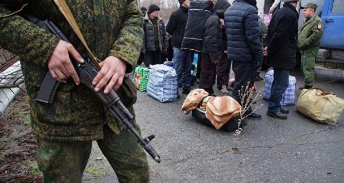 На мосту в Счастье идет передача Украине 54 заключенных, содержавшихся на территории ЛНР
