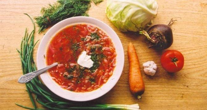 На сколько подорожал за лето украинский традиционный обед из борща, салата, вареников, хлеба с салом и компота