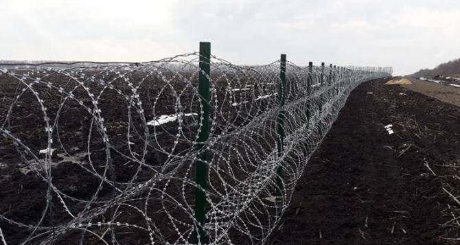 Россия установила заграждения с колючей проволкой на границе с ЛНР в районе Должанска