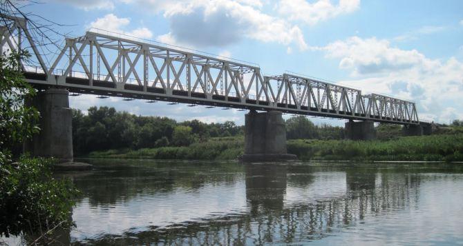 В Киеве назвали точную дату, когда полностью восстановят мост в Станице Луганской