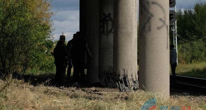 Появились фото повреждений взорванного  путепровода в Луганске. ФОТО