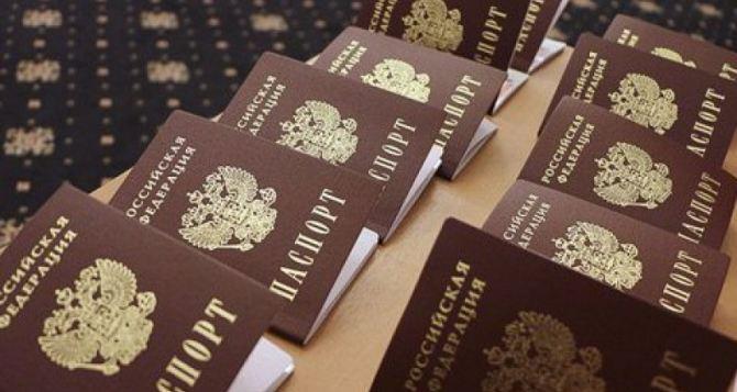 Более 35 тысяч российских паспортов получили жители неподконтрольного Донбасса