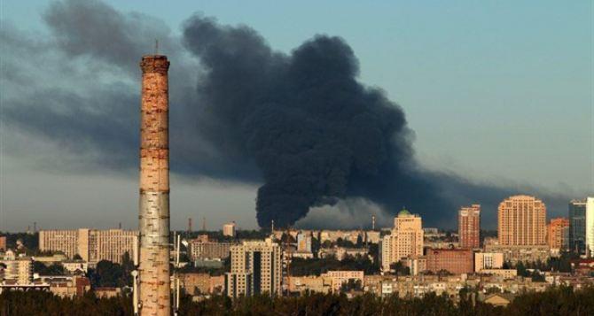 В Донецке пожар и взрывы в промзоне. Весь город «на ушах»