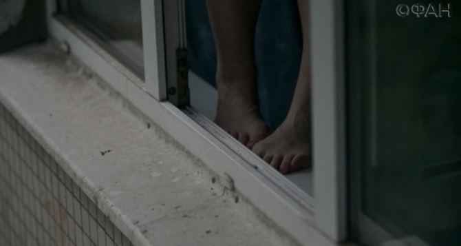 В Рубежном 12-летний мальчик заявил, что прыгнет с балкона