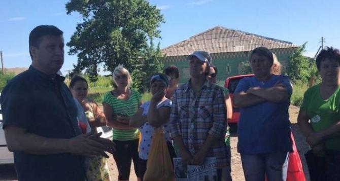 Полгода без воды украинское село в Меловском районе. Решить проблему обещают через несколько лет.