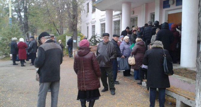 Переселенцы требуют уволить министра по делам оккупированных территорий и ВПЛ. Подозревают в коррупции