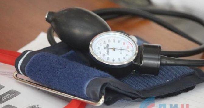 В День сердца луганчанам бесплатно измеряли давление и давали консультации кардиологи. ФОТО