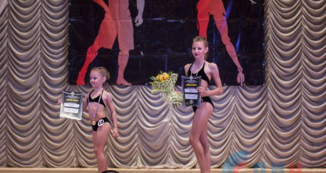 Первый турнир по бодибилдингу прошел в Луганске. ФОТО чемпионок
