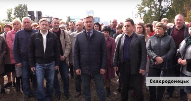 Работники северодонецкого «Азота» требуют у Фирташа повышения зарплаты и улучшения условий работы