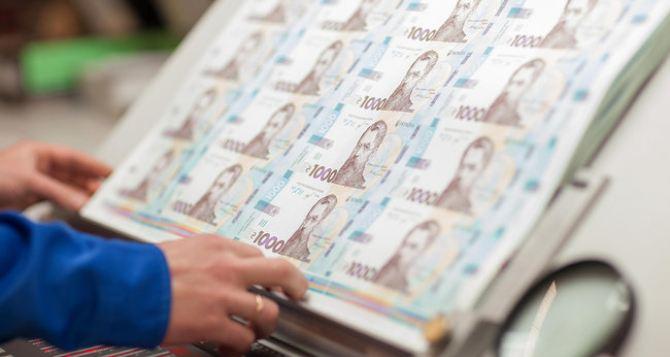 С 25октября в Украине появятся новые деньги. Купюры номиналом в 1 тысячу гривен начали печатать сегодня. ФОТО