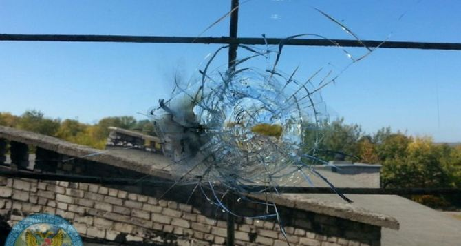Школа в Золотом-5 попала под обстрел вчера вечером после уроков.