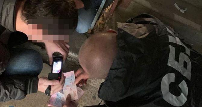 В Харькове арестовали начальника отделения банка, которая «помогала» переселенцам из Донбасса. За деньги