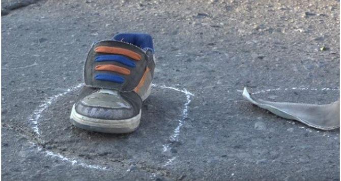 В Луганске первоклассника 50-й школы на пешеходном переходе сбил автомобиль. Ребенок в коме. ВИДЕО