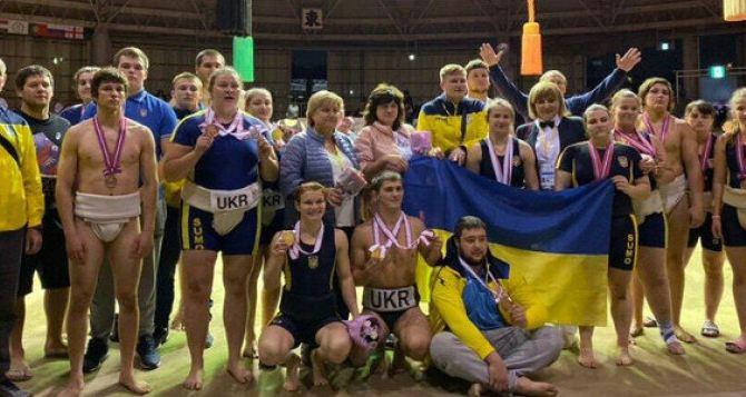 Борцы сумо из Луганской области завоевали медали в Японии