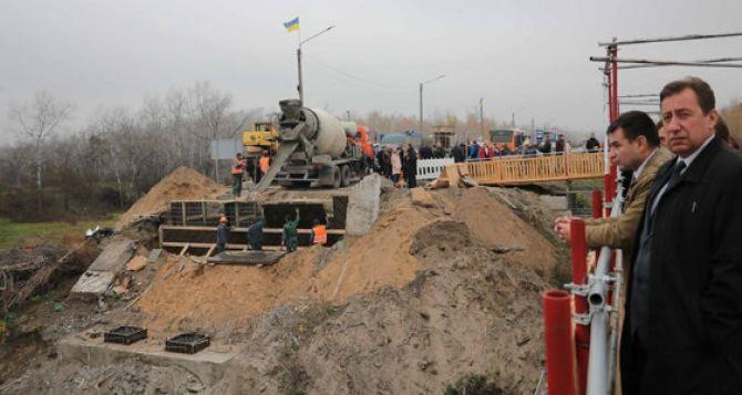 Луганский губернатор рассказал, что со сроками восстановления моста в Станице Луганской