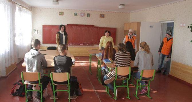 Школы с самой низкой наполняемостью классов в Белокуракинском и Троицком районах. Там всего по 9 учеников