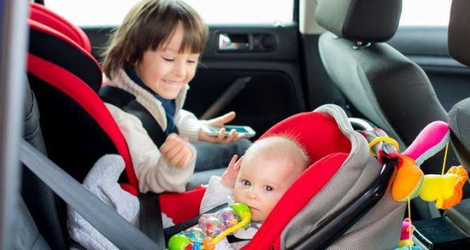 В Украине ввели штрафы за перевозку детей в авто без автокресел
