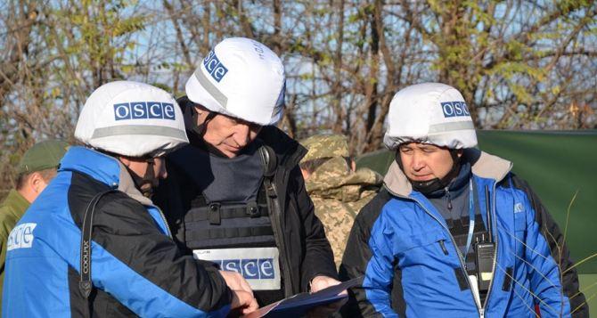 Замглавы СММ ОБСЕ на Украине посетил позиции в районе Золотого, оставленные луганской стороной