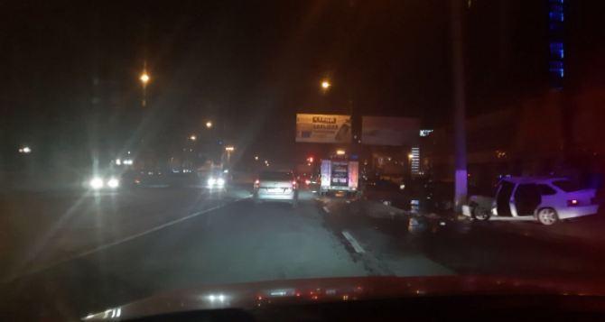 Вечером в Луганске тюнингованная «девятка» влетела в столб напротив «Перника». ФОТО
