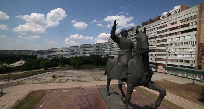 В Луганске «минировали» несколько административных зданий и памятник Ворошилову